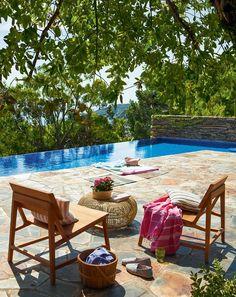 Terraza con piscina desbordante