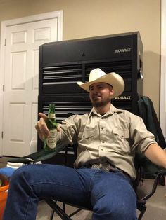 Mostly pics of cowboys I find from internet. A few of my own pics too. His Jeans, Jeans And Boots, Cowboy Up, Cowboy Hats, Hot Country Men, Cowboys Men, Alpha Male, Guy Pictures, Male Models