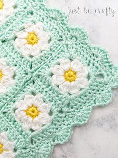 This tutorial covers how join the Dainty Daisy Granny Squares together to form a blanket. Crochet along with me in my step by step video tutorial! Point Granny Au Crochet, Crochet Daisy, Manta Crochet, Granny Square Crochet Pattern, Crochet Blanket Patterns, Crochet Blocks, Afghan Patterns, Crochet Blanket Flower, Free Crochet Square