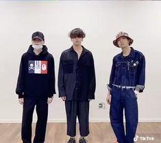 Jungkook Jimin, Bts Taehyung, Bts Bangtan Boy, Namjin, Bts Memes Hilarious, Bts Funny Videos, Foto Bts, V And Jin, J Hope Dance