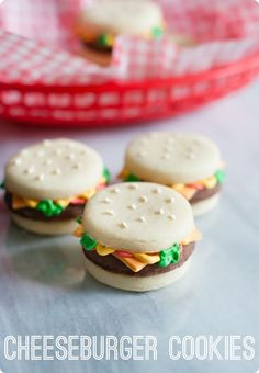 how to make stacked cheeseburger cookies ... so fun for a picnic or cookout dessert! from @bakeat350