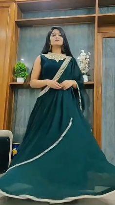 Designer Indian Dresses, Indian Dresses For Women, Gowns For Girls, Designer Party Wear Dresses, Stylish Dresses For Girls, Indian Gowns, Stylish Dress Book, Stylish Gown, Western Wear Dresses