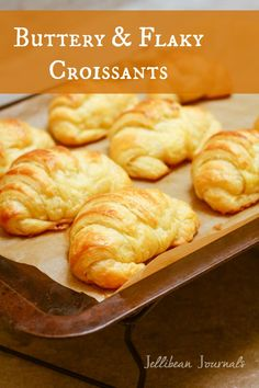 Buttery, flaky croissant perfection that you can make at home. Amaze yourself with these easy and delicious homemade croissants. Don't forget to watch the video.After croissants from Paris on Christmas 2013 (Thanks Tom! Pastry Recipes, Bread Recipes, Cooking Recipes, Juice Recipes, Crossant Recipes, Butter Croissant, Easy Croissant Recipe, Croissant Recipe Bread Machine, French Croissant