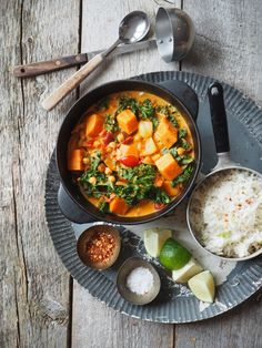 Grønnsakscurry med søtpotet, grønnkål og kikerter