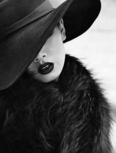 Dark and sultry - Portrait - Fashion - Editorial - Black and White - Hat - Photography - Pose Idea