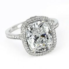 Harry Winston engagement ring. With gold instead of white gold...? I think so!