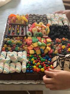 8th Birthday Cake, Creative Birthday Cakes, Birthday Cakes For Teens, Beautiful Birthday Cakes, Creative Cakes, Creative Food, Torta Candy, Candy Cakes, Cupcake Cakes