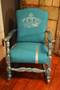 Hometalk :: Using a Quality Chalk Paint on Fabric..easier Than You Think!