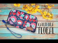 DIY Carteira floral [Documentos, cartões e dindim] | MMC - YouTube Patchwork Quilt, Quilting, Pouch Bag, Pouches, Purse Tutorial, Craft Work, Handmade Bags, Floral, Sewing Projects