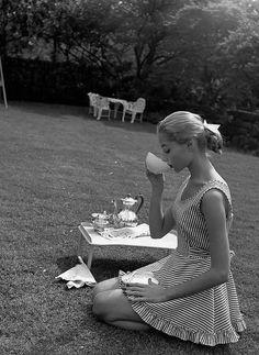 coalaspy: Vikki Dougan photographed by Nina Leen, 1952
