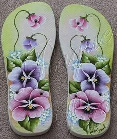 Flip Flop Sandals, Flip Flops, One Stroke Painting, Painted Rocks, Quilling, Slippers, Shoes, Disney, Decorated Flip Flops