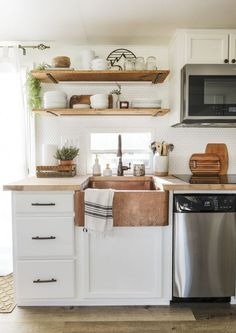 An RV Kitchen Remodel You Have to See to Believe! These RV kitchen makeover ideas are so cute! I'm so glad I found these RV kitchen before and after photos for a DIY RV kitchen remodel! Now I have some great small kitchen ideas to try in our RV! Cute Kitchen, Kitchen Layout, Kitchen Decor, Kitchen White, Beautiful Kitchen, Design Kitchen, 10x10 Kitchen, 1970s Kitchen, Decorating Kitchen
