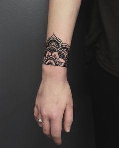 24 Ideas From Tattoos Cuffs For Women - Tattoo Style Tattoos Mandalas, Mandala Wrist Tattoo, Wrist Henna, Wrist Band Tattoo, Wrist Tattoos For Guys, Small Wrist Tattoos, Arm Tattoo, Body Art Tattoos, Girl Tattoos