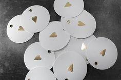 Anhänger mit Herz (Heißfolien, Goldfolienprägung). Letterpress, Tea Lights, Candles, Tableware, Design, Business Cards, Invitations, Heart, Dinnerware