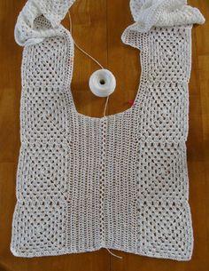 (Crochet) I made this white top as an experiment. La hechura de este blusón fue un completo experimento… I start. Spring and summer crochet seas Débardeurs Au Crochet, Crochet Bolero, Crochet Tunic Pattern, Gilet Crochet, Mode Crochet, Crochet Patron, Crochet Shirt, Crochet Jacket, Crochet Cardigan