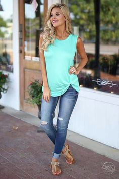 f62492a0a8bf Cute Outfit Idea Black Top Plus Skinny Jeans Plus Sandals
