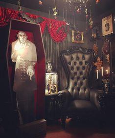 "The Glass Coffin (@the.glass.coffin) no Instagram: ""New throne chair arrived. @absolomroche Diggin it! #VampireThroneChair #TheGlassCoffin…"""