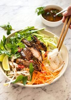 Vietnamese Noodles with Lemongrass Chicken. - ( Bun Ga Nuong) - The popular Vietnamese dish made with Vermicelli noodles topped with fresh vegetables, lemongrass marinated chicken and drizzled with Nuoc Cham. Vietnamese Cuisine, Vietnamese Recipes, Asian Recipes, Healthy Recipes, Vietnamese Noodle Salad, Vietnamese Bowl Recipe, Vietnamese Sauce, Vietnamese Restaurant, Chicken Buns