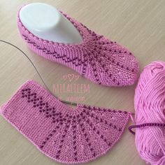 Crochet Ideas For Slippers, Boots And Socks - Diy Rustics Knitting Loom Socks, Crochet Socks, Crochet Shawl, Knitting Stitches, Baby Knitting, Knit Crochet, Knitted Booties, Knitted Slippers, Knitting Designs