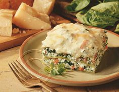 Vegetable Lasagna With Alfredo Sauce This is a layered vegetarian lasagna made with a variety Vegetarian Lentil Soup, Vegetarian Recipes, Easy Family Meals, Easy Meals, Ricotta, Chicken And Spinach Casserole, Mozzarella, Fried Spinach, Baby Spinach