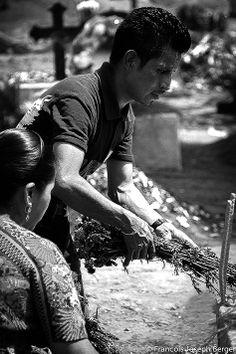 La Tumba De Un Ser Querido Sumpango Sacatepequez Guatemala