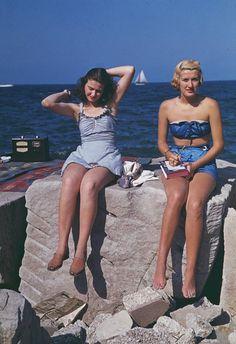 30 Stunning Vintage Portrait Photos of Women in Bathing Suits in the Vintage Bathing Suits, Vintage Swimsuits, Photos Of Women, Fashion Tips For Women, Fashion Ideas, Vintage Mode, Vintage Ladies, Vintage Style, 1940s Fashion