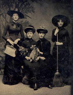 En este blog hemos hablado en numerosas ocasiones de las brujas; sin embargo, al igual que como lo hemos hecho con los vampiros, los hombres lobo, los ánge