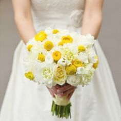 Love this modern yellow and white wedding from Punch floral design!