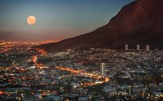 Full moon over Cape Town city bowl - Table Mountain at the right - South Africa Lonely Planet, Cape Town South Africa, South Korea, Belle Villa, Africa Travel, Places To See, Travel Destinations, Africa Destinations, National Parks