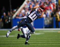 ORCHARD PARK, NY - SEPTEMBER 08: Julian Edelman #11 of the New England Patriots makes a catch against the Buffalo Bills at Ralph Wilson Stadium on September 8, 2013 in Orchard Park, New York.New England won 23-21. (Photo by Rick Stewart/Getty Images)