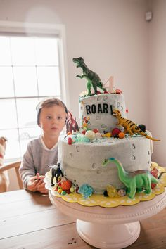 The cutest Dino cake for Beckam's Birthday party!