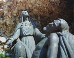 La Vergine Addolorata di Castelpetroso offre al Padre celeste, col suo Cuore Immacolato, il suo Figlio partorito nel dolore (Ap 12,2)