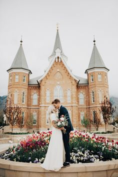 Just gorgeous! Talk about fairy tale wedding. Wedding photography | bride and groom | castle wedding | outdoor wedding photos