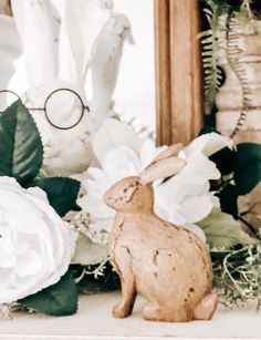Wooden Easter Bunny Cheap Wall Art, Green Garland, Flower Garlands, Glass Flowers, How To Make Diy, Spring Home, Mantle, Farmhouse Decor, Easter Bunny