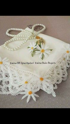 This post was discovered by Serpil Şenel. Discover (and save!) your own Posts on Unirazi. Needle Tatting, Tatting Lace, Needle Lace, Crochet Flower Patterns, Crochet Flowers, Crochet Lace, Bargello, Lace Flowers, Flower Crafts