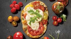 Pizza aux tomates Naan, Vegetable Pizza, Pasta, Vegetables, Simple, Food, Pizza, Yummy Recipes, Food Recipes