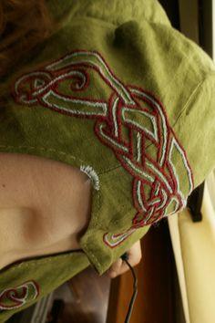 Broderie sur tunique viking ( Le retour ! )