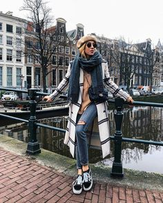 As declared by numerous of those who have been there for an Amsterdam trip, the city is really enticing to look at and pleasing to stroll around. Amsterdam Fashion, Amsterdam Outfit, Amsterdam Travel, Amsterdam Street Style, Hotel Amsterdam, Winter Looks, Amsterdam Winter, Outfit Invierno, Travel Clothes Women
