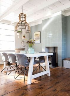In love with table (Zuiver), chairs (Zuiver) and Dutch design lamp - episode 8 Vt wonen
