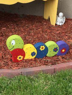 Paver caterpillar. #landscapingbackyardideas Painted Bricks Crafts, Brick Crafts, Painted Pavers, Stone Crafts, Painted Rocks, Garden Crafts, Garden Projects, Brick Projects, Kid Projects