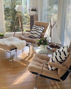 """Tuula / Tuula's life on Instagram: """"Kivaa torstaita 💐 Happy Thursday! Tulppaanien aika! Aurinko leikkii luoden valoa ja varjoja. Ja ulkona niityt viheriöivät. Ps. Millainen…"""" Porch Swing, Outdoor Furniture, Outdoor Decor, Hanging Chair, Raha, Instagram, Blog, Home Decor, Life"""