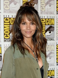 Halle Berry Long Hair, Halle Berry Style, Halle Berry Hot, Halle Berry Hairstyles, Halley Berry, San Diego, Black Actresses, Long Layered Haircuts, Celebs