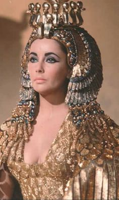 what do egyptians girls wear   Cleopatra, beautiful and powerful,used the rich indulgence of fashion ...