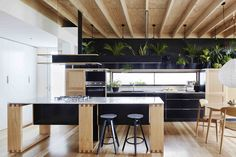 Image 2 of 14 from gallery of Wooden Box House / Moloney Architects. Photograph by Christine Francis