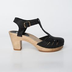 Lacy Clog - T-Strap Sandal - Medium Heel - Sven Style # 137-23 Closed Toe ---> Size 40 / base: brown / Leather: Nu Buc / color: Cedar