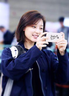 Nhan sắc ngoài đời xinh ơi là xinh của nữ quân nhân Yoon Myung Joo trong Hậu duệ mặt trời - Ảnh 2.