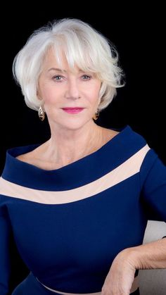 56 Ideas Hair Grey Older Women Helen Mirren - Anti Aging Skin Care Tips - Frisyrer Mom Hairstyles, Trendy Hairstyles, Short Grey Hair, Short Hair Styles, Gray Hair, White Hair, Helen Mirren Hair, Makeup Tips For Older Women, Dame Helen
