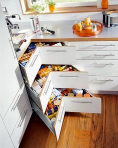 szuflada narożna, sprytne nowoczesne rozwiązania do kuchni