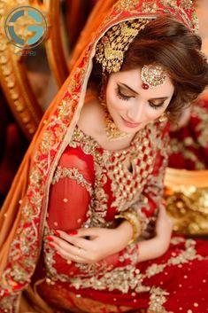 20 Makeup Looks to Bookmark for Your Baraat - Bridals. Pakistani Bridal Makeup, Pakistani Wedding Outfits, Bridal Outfits, Indian Bridal, Wedding Lenghas, Bridal Poses, Bridal Photoshoot, Bridal Dress Design, Bridal Style