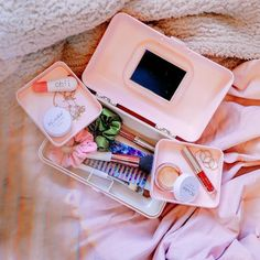 If you are a teen girl who born in the late or early you had to have a Caboodles organizer—the bright plastic cases filled with trays for organizing makeup. Now, the vintage makeup… Maybelline, Nyx, Retro Makeup, Vintage Makeup, Makeup Train Case, Makeup Case, Makeup Storage, Makeup Organization, Bathroom Organisation